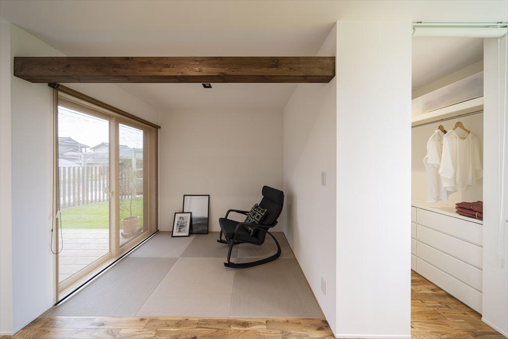 庭を眺められる特等席の畳スペース
